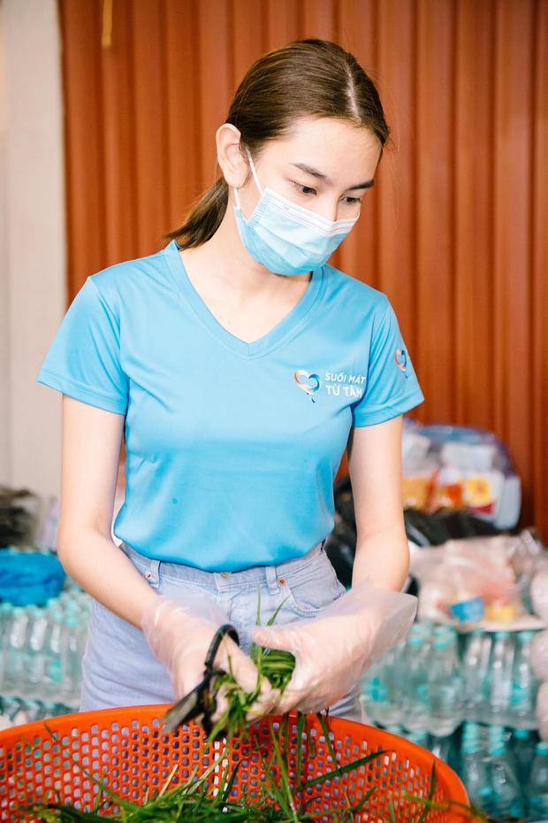 Chính thức: Đây là người đẹp đại diện Việt Nam chinh chiến Hoa hậu Hòa bình Quốc tế 2021, Mai Phương Thuý và dàn sao chúc mừng - Ảnh 9.