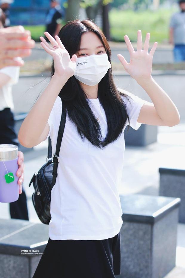 Kiểm chứng nhan sắc của dàn idol trên đường đi làm: Rosé eo nhỏ khó tin, Jeon Somi đẹp như búp bê, Irene lộ vòng 1 lấp ló sexy xịt máu - Ảnh 6.