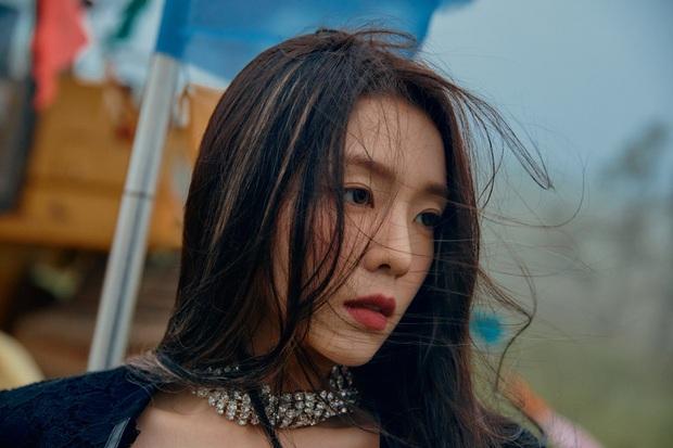"""Ngộp visual trong ảnh """"nhá hàng"""" lạ mắt của Red Velvet: Irene đẹp """"câm nín"""" sau phốt, Wendy mặt đơ lột xác đỉnh cao - Ảnh 2."""
