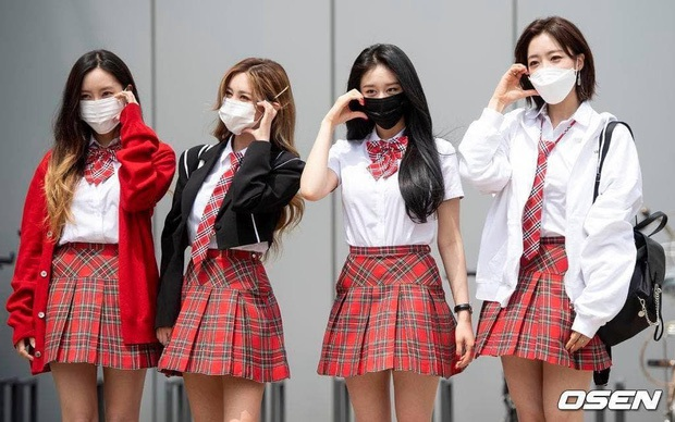 Kiểm chứng nhan sắc của dàn idol trên đường đi làm: Rosé eo nhỏ khó tin, Jeon Somi đẹp như búp bê, Irene lộ vòng 1 lấp ló sexy xịt máu - Ảnh 18.