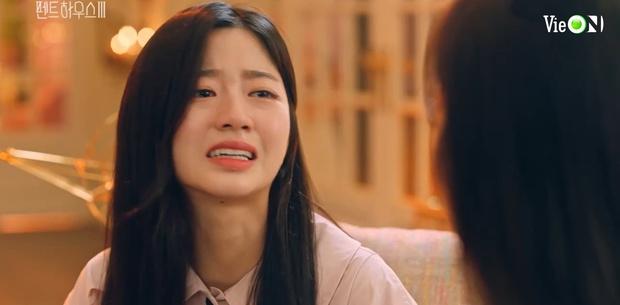 Penthouse 3 tập 10: Ju Dan Tae bị quật tơi tả, vừa mất cả núi tiền lại còn bị tống vào trại tâm thần - Ảnh 2.