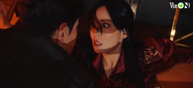 Penthouse 3 tập 10: Ju Dan Tae bị quật tơi tả, vừa mất cả núi tiền lại còn bị tống vào trại tâm thần - Ảnh 4.