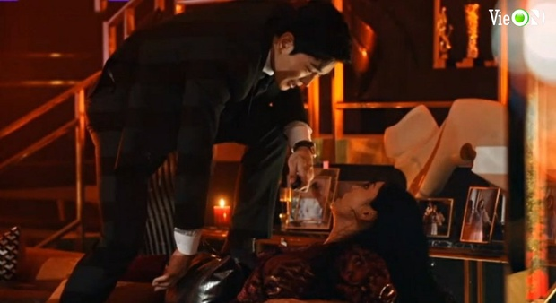 Penthouse 3 tập 10: Ju Dan Tae bị quật tơi tả, vừa mất cả núi tiền lại còn bị tống vào trại tâm thần - Ảnh 5.