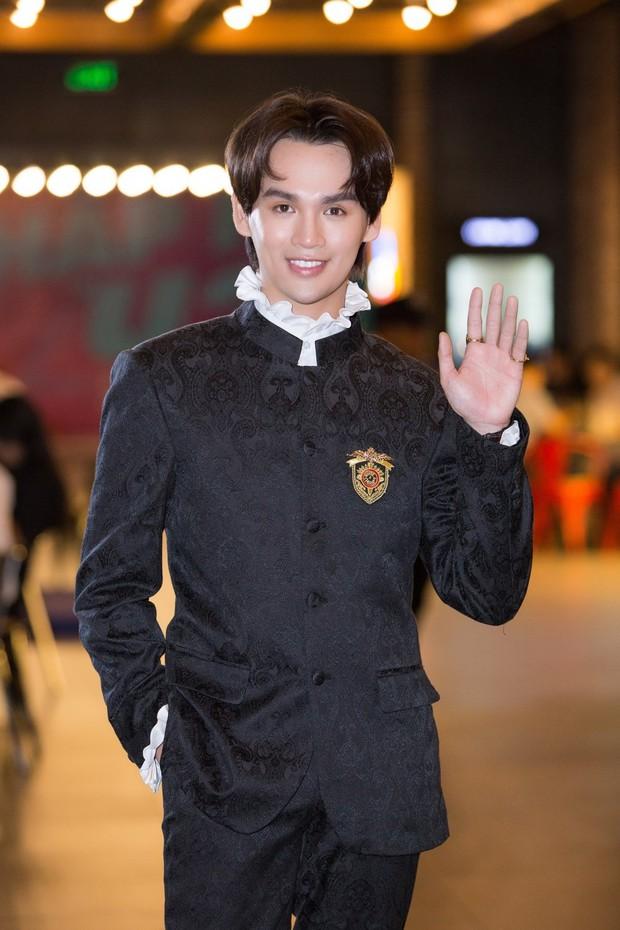 BTV Ngọc Trinh góp đồng hồ 800 triệu, 1 Hoa hậu cùng dàn sao khủng livestream đấu giá mua máy thở tặng bệnh viện - Ảnh 13.