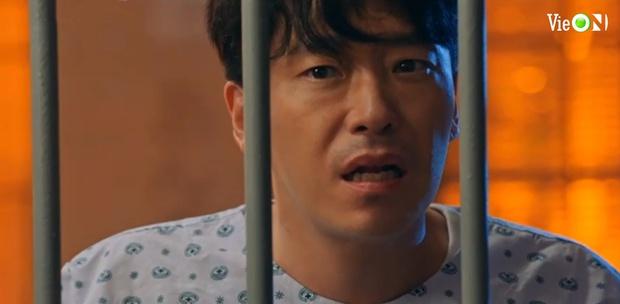 Penthouse 3 tập 10: Ju Dan Tae bị quật tơi tả, vừa mất cả núi tiền lại còn bị tống vào trại tâm thần - Ảnh 6.