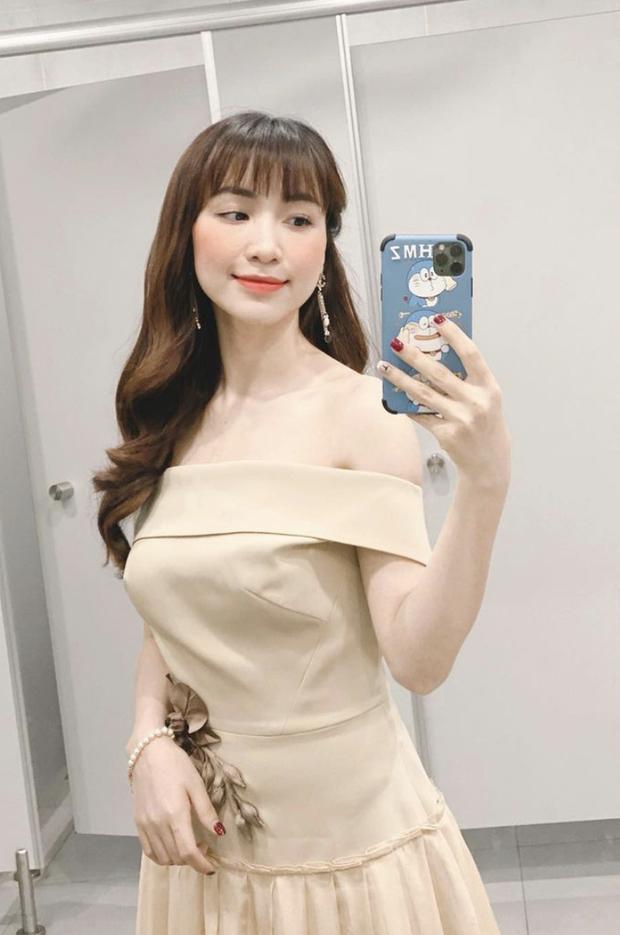 Diện bikini để lộ vòng 1 khủng, Hoà Minzy bị netizen soi đã xoá hình xăm tên Công Phượng ở ngực trái - Ảnh 4.