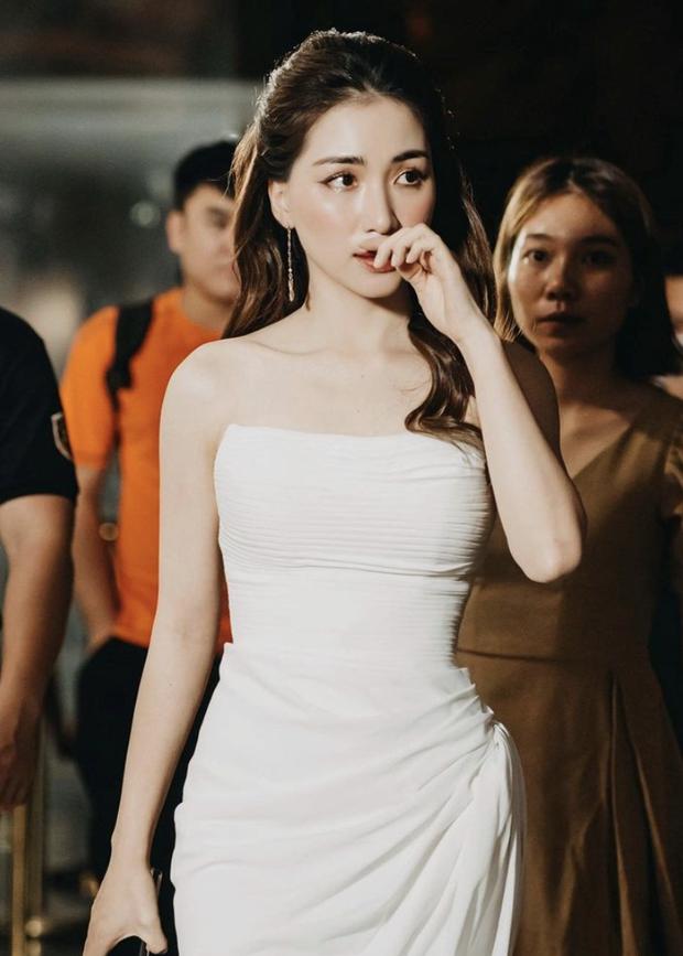Diện bikini để lộ vòng 1 khủng, Hoà Minzy bị netizen soi đã xoá hình xăm tên Công Phượng ở ngực trái - Ảnh 3.