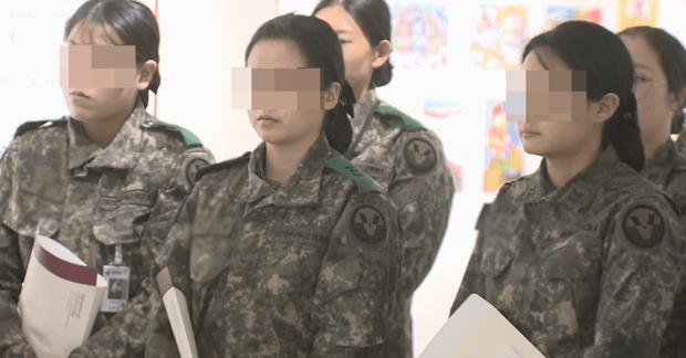 """Thêm 1 nữ trung sĩ Hàn tự tử sau khi bị đồng đội cưỡng hiếp với tình tiết phẫn nộ, dư luận bất bình: """"Không biết đâu mới là điểm dừng"""" - Ảnh 1."""