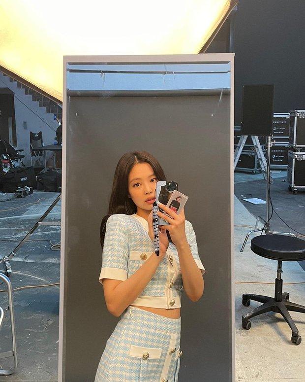 Jennie (BLACKPINK) lên đồ chanh sả như tiểu thư khoe visual xinh ngất, vô tình lộ chi tiết về đẳng cấp siêu giàu và gia thế khủng - Ảnh 8.