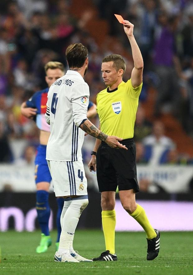 Từng chặt chém Messi kinh khủng nhất, Vua thẻ đỏ Sergio Ramos giờ lại tích cực nịnh bợ đồng đội mới ở PSG - Ảnh 7.