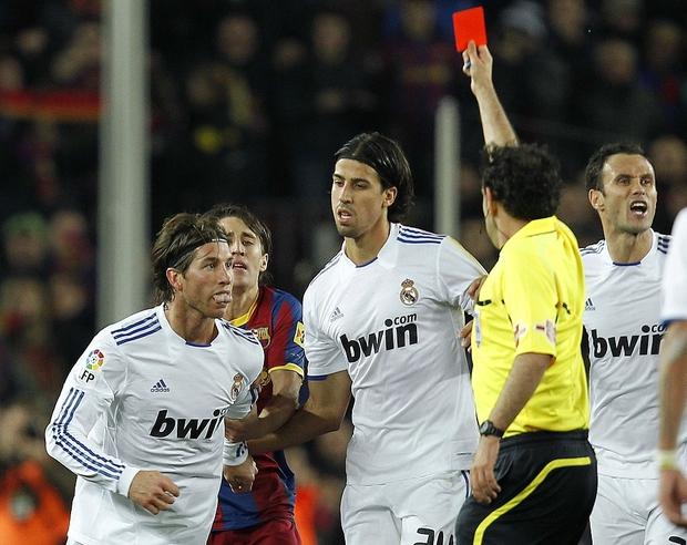 Từng chặt chém Messi kinh khủng nhất, Vua thẻ đỏ Sergio Ramos giờ lại tích cực nịnh bợ đồng đội mới ở PSG - Ảnh 2.