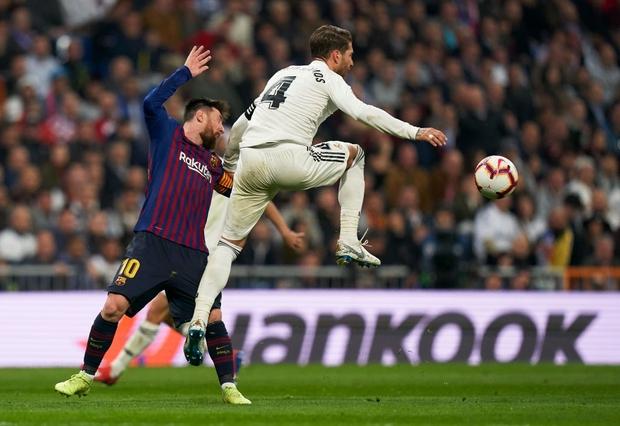 Từng chặt chém Messi kinh khủng nhất, Vua thẻ đỏ Sergio Ramos giờ lại tích cực nịnh bợ đồng đội mới ở PSG - Ảnh 13.