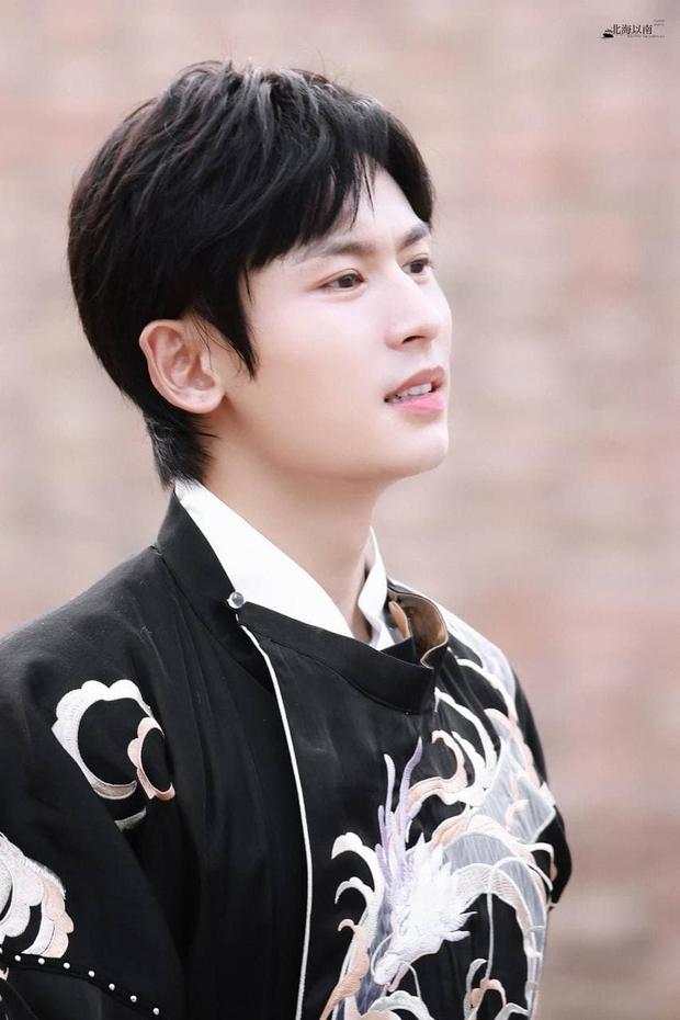 Trương Triết Hạn bị cắt khỏi show truyền hình sau bê bối rúng động Cbiz - Ảnh 4.
