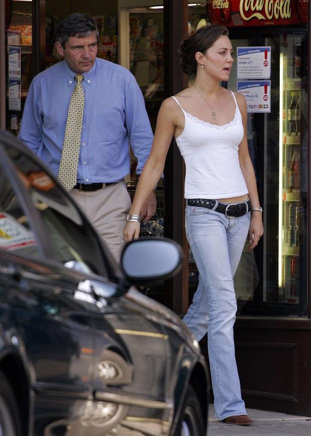 Trước khi trở thành công nương, Kate Middleton từng có những lần mặc xuyên thấu và thả rông táo bạo tới vậy - Ảnh 7.