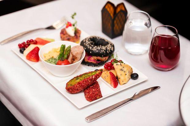 Bữa ăn trong 1 chuyến bay của Qatar Airways