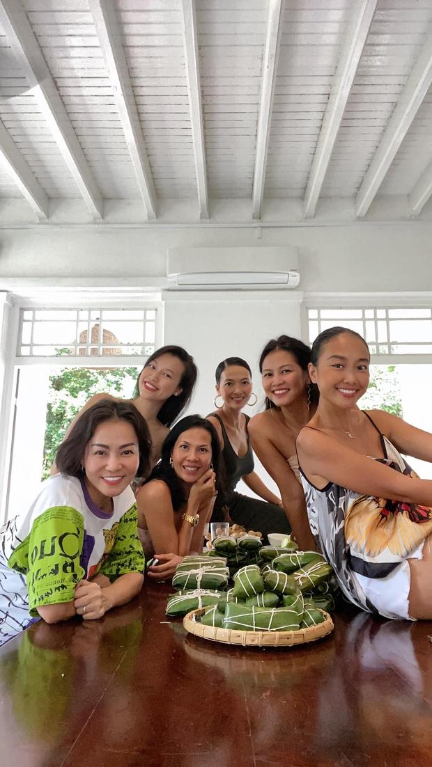 Thu Minh, Đoan Trang và MC Hoàng Oanh tụ họp tại Singapore, ấm lòng bữa tiệc bếp núc của dàn mỹ nhân xa quê vì đại dịch - Ảnh 4.