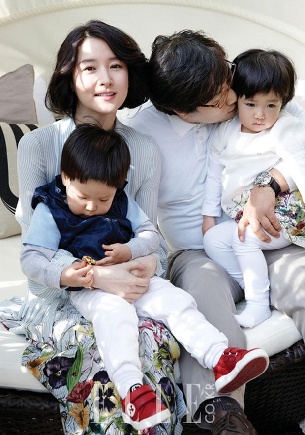 6 couple chú cháu hạnh phúc nhất Kbiz: Lee Young Ae cưới chồng đại gia hơn 20 tuổi, sao Vườn Sao Băng viên mãn dù chồng ngoại tình - Ảnh 4.