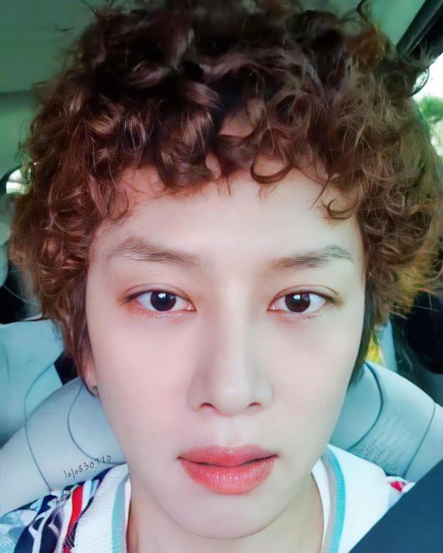 Khóc thét visual 2 nam thần Suju: Siwon râu ria xồm xoàm dừ như ông chú, Heechul tiên tử để đầu xù bông bà thím - Ảnh 3.