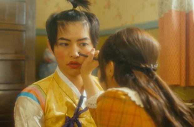 Loạt tạo hình khiến nam thần Hàn muốn chôn sống: Đừng ai nhắc quá khứ mặc đồ lót nữ của Kim Soo Hyun nữa! - Ảnh 4.