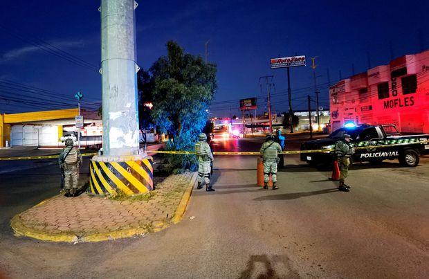 Sáng sớm phát hiện 6 thi thể nam giới bị treo cổ trên thành cầu trong tình trạng bán khoả thân, cảnh tượng khủng khiếp gây ám ảnh tột độ  - Ảnh 3.