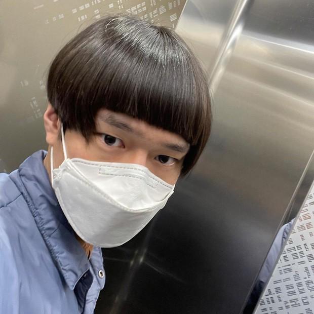 Mùa dịch nam thần Go Kyung Pyo (Reply 1988) tự hủy với quả đầu gáo dừa, chụp 7749 kiểu khiến netizen thảng thốt: Lạy hồn! - Ảnh 4.
