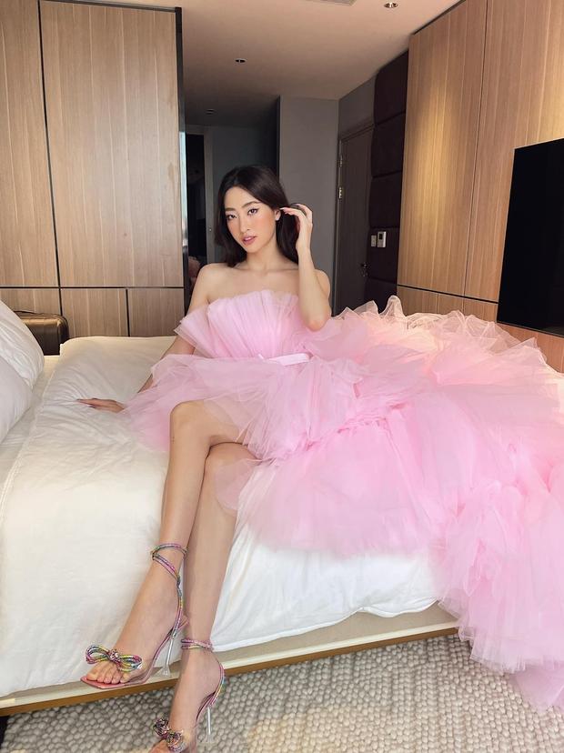 Rơi nước mắt cách 1 Hoa hậu Vbiz đón sinh nhật: Lên đồ lồng lộn như dự sự kiện nhưng chỉ check in trong phòng ngủ! - Ảnh 3.