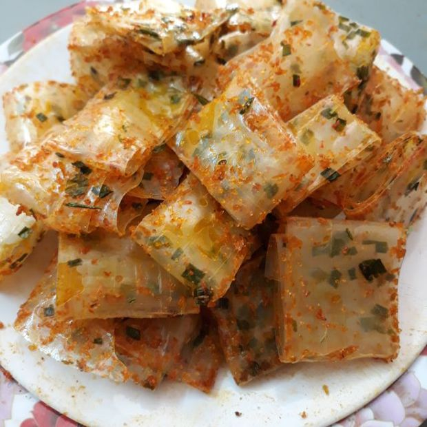 Thấy cảnh món ăn vặt quen thuộc ở Việt Nam được chất đầy trên xe xích lô, dân mạng hốt hoảng: Từ nay nên ăn nữa không? - Ảnh 4.