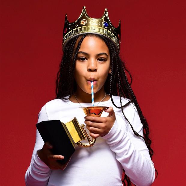 Sao nhí 9 tuổi thắng giải Grammy: Dùng cúp vàng... uống sữa, hóa ra rich kid giàu nhất nước Mỹ có bố mẹ quá quyền lực - Ảnh 2.