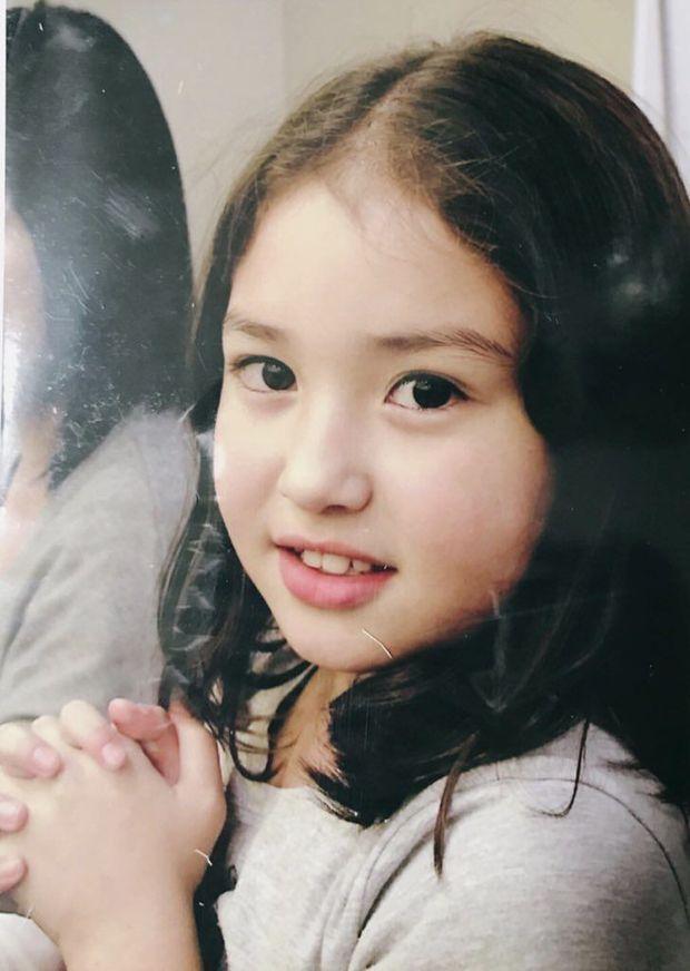 Hóa ra nữ thần lai nhà YG Jeon Somi không phải 15 tuổi debut mà từ... 4 tuổi, nhìn ảnh bên tài tử Hậu Duệ Mặt Trời là hiểu - Ảnh 6.