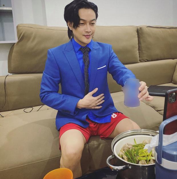 TiTi lên đồ bảnh bao, đẹp trai tóc tai vuốt vuốt để đón sinh nhật Nhật Kim Anh, nào ngờ để lộ chi tiết cực kỳ khó đỡ - Ảnh 4.
