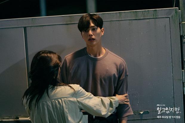 Na Bi (Han So Hee) bị ném đá tơi tả ở Nevertheless: Đừng nghĩ chọn nam chính hay nam phụ nữa, chị chẳng xứng với ai! - Ảnh 4.