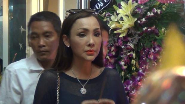 Không phải Hương Giang - Lâm Khánh Chi, đây mới là nữ ca sĩ chuyển giới đầu tiên của Việt Nam, từng suýt mất mạng và bị đồn qua đời - Ảnh 9.