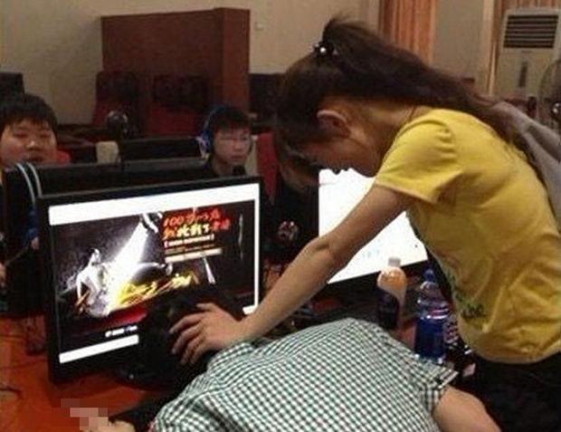 Đập hơn 300 triệu để bá đạo server, nam game thủ khóc ròng khi bị vợ gank, xóa luôn cả nhân vật cho đỡ ảo tưởng - Ảnh 1.