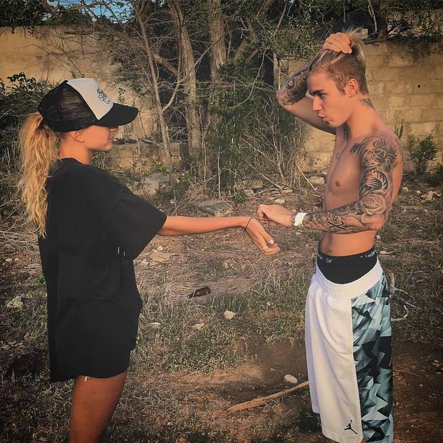 """Chuyện tình Justin Bieber và Hailey: Fangirl cuồng Jelena thành chính thất, cưới luôn """"Hoàng tử nhạc Pop"""" và bức hình tiên tri gây sốt - Ảnh 9."""