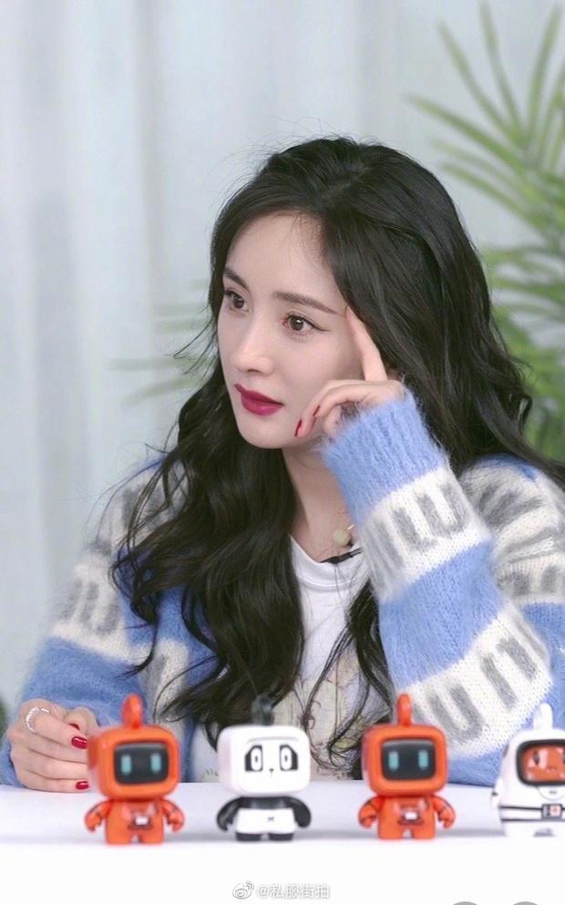 Hot nhất Weibo tối nay: Dương Mịch hack tuổi thần sầu với visual như gái 18, thế này thì đàn em chạy dài cũng chẳng đuổi kịp - Ảnh 6.