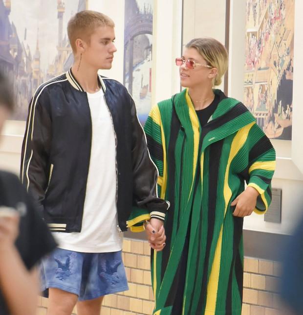 """Chuyện tình Justin Bieber và Hailey: Fangirl cuồng Jelena thành chính thất, cưới luôn """"Hoàng tử nhạc Pop"""" và bức hình tiên tri gây sốt - Ảnh 10."""