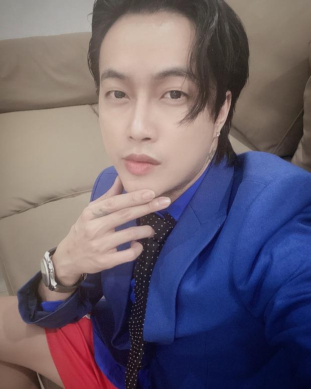 TiTi lên đồ bảnh bao, đẹp trai tóc tai vuốt vuốt để đón sinh nhật Nhật Kim Anh, nào ngờ để lộ chi tiết cực kỳ khó đỡ - Ảnh 3.