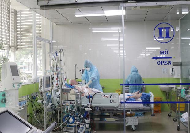 Bác sĩ hồi sức sáng kiến ra bồn chứa 32 tấn oxy cứu F0:Cả khi ngủ, tôi vẫn liên tục nghe tiếng máy thở vang trong đầu! - Ảnh 7.