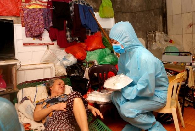 Rơi nước mắt cách 1 Hoa hậu Vbiz đón sinh nhật: Lên đồ lồng lộn như dự sự kiện nhưng chỉ check in trong phòng ngủ! - Ảnh 11.