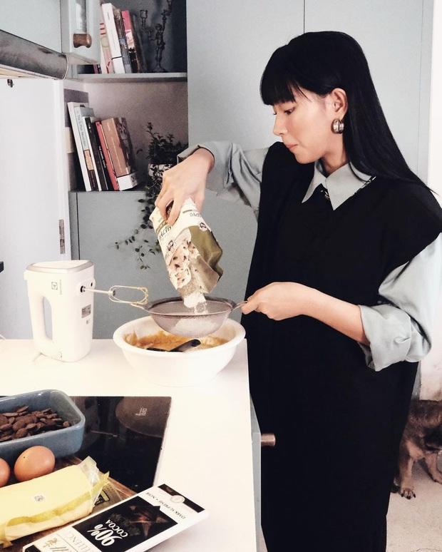 Sao Việt mặc gì đi nấu cơm: Quỳnh Nga chủ trương trễ nải, Thúy Liễu Minh Tú chung tình với đồ bộ, Tóc Tiên nghiện áo mát nách - Ảnh 1.
