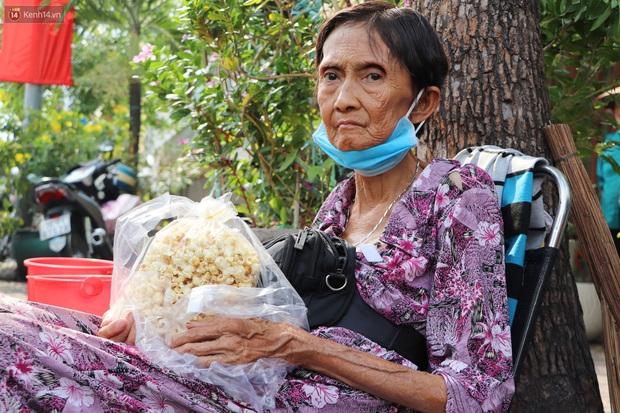 Cụ Hường 25 năm bán chè nuôi con ở Sài Gòn, nổi tiếng với tấm bảng xin quý khách vui lòng nói giúp đã qua đời vì COVID-19 - Ảnh 1.
