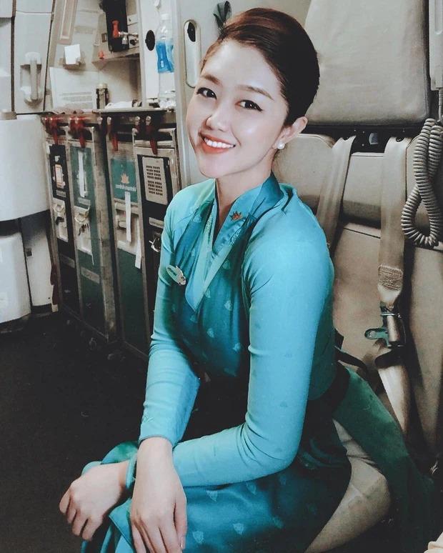 Pha xử lý cười ra nước mắt của tiếp viên trưởng Vietnam Airlines khi đụng phải hàng pha ke chính mình ở khắp các MXH - Ảnh 1.
