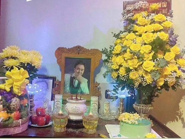 Hoài Linh chuẩn bị 1 món đặc biệt mừng sinh nhật cố NS Chí Tài ở nhà thờ Tổ, khiến Phương Loan xúc động chia sẻ ngay và luôn - Ảnh 2.