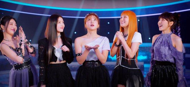 Red Velvet comeback sau gần 2 năm: Visual Irene quá đỉnh, câu thần chú ám ảnh cùng highnote cao vút của Wendy đã quá! - Ảnh 2.