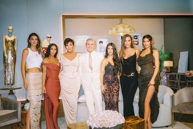 Nghi vấn Kylie Jenner mang bầu lần 2: Chối đây đẩy bao lần, giờ bị thánh soi phát hiện loạt chi tiết rõ mồn một? - Ảnh 8.