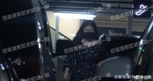 Mẹ Ngô Diệc Phàm lần đầu lộ diện sau khi con trai bị bắt giữ, văn bản phong sát thứ 2 xuất hiện - Ảnh 3.
