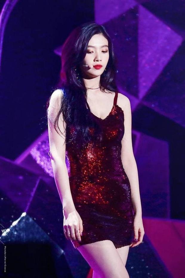 Ngắm body mướt mát của Joy (Red Velvet) qua loạt sân khấu đỉnh cao này chắc fan tiếc lắm, vì giờ cô ấy đã là bồ người ta - Ảnh 9.