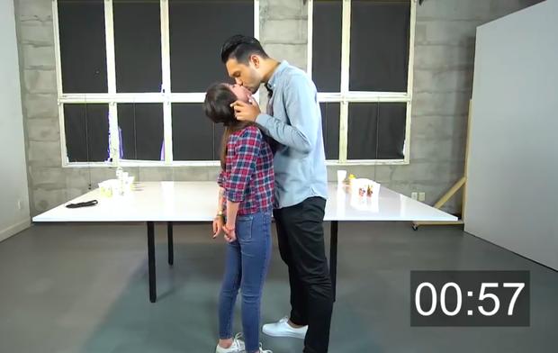 Lâm Á Hân từng khiến dân tình dậy sóng khi liên tục khóa môi hot boy 1m92 trên show 18+ - Ảnh 3.