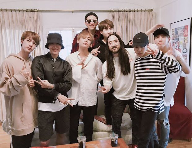 Khung hình gây nổ của sao Hàn và quốc tế: BTS - G-Dragon toàn bạn khủng, ghen tị vì Justin hôn Dara, Loki thân mật với Tiffany - Ảnh 5.