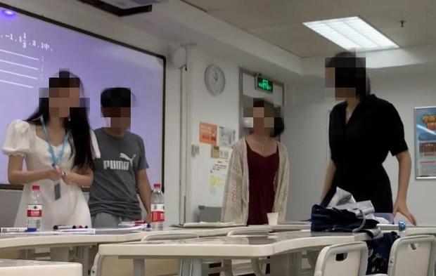 Lò đào tạo giáo viên siêu tốc độ nở rộ ở xứ Trung: Lớp học nhiệt huyết luyện thanh mỗi sáng, đủ trò thử thách khiến nhiều người shock văn hoá - Ảnh 3.